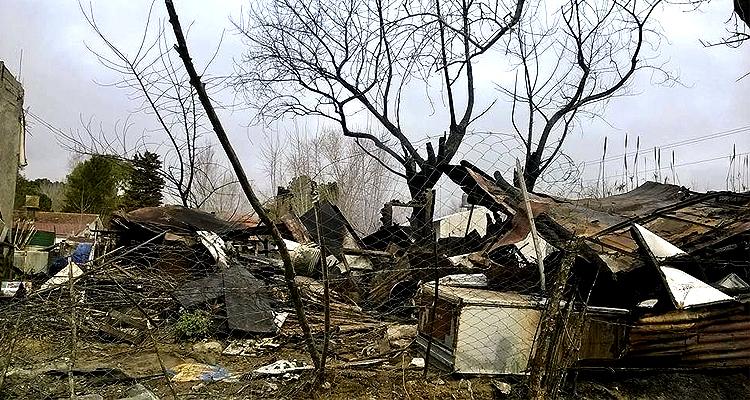 Desolación. El hogar de Canario tras el incendio.
